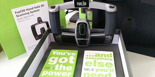 Fuel3D SCANIFY portative 3D scanner and its packaging
