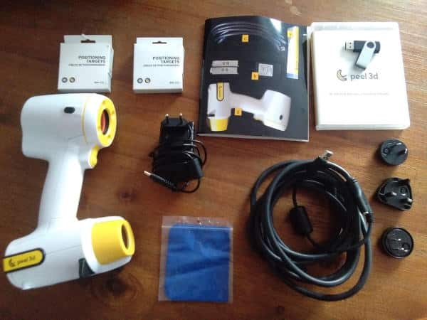 All the peel 3d accessories pictured are standard.