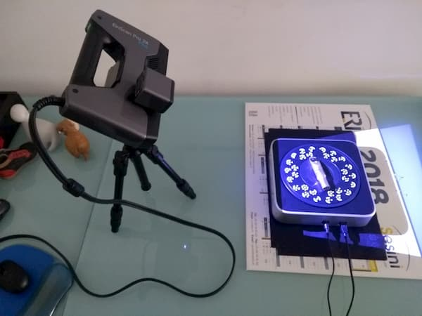 The 3D scanner in action on its tripod and with the automatic turntable.