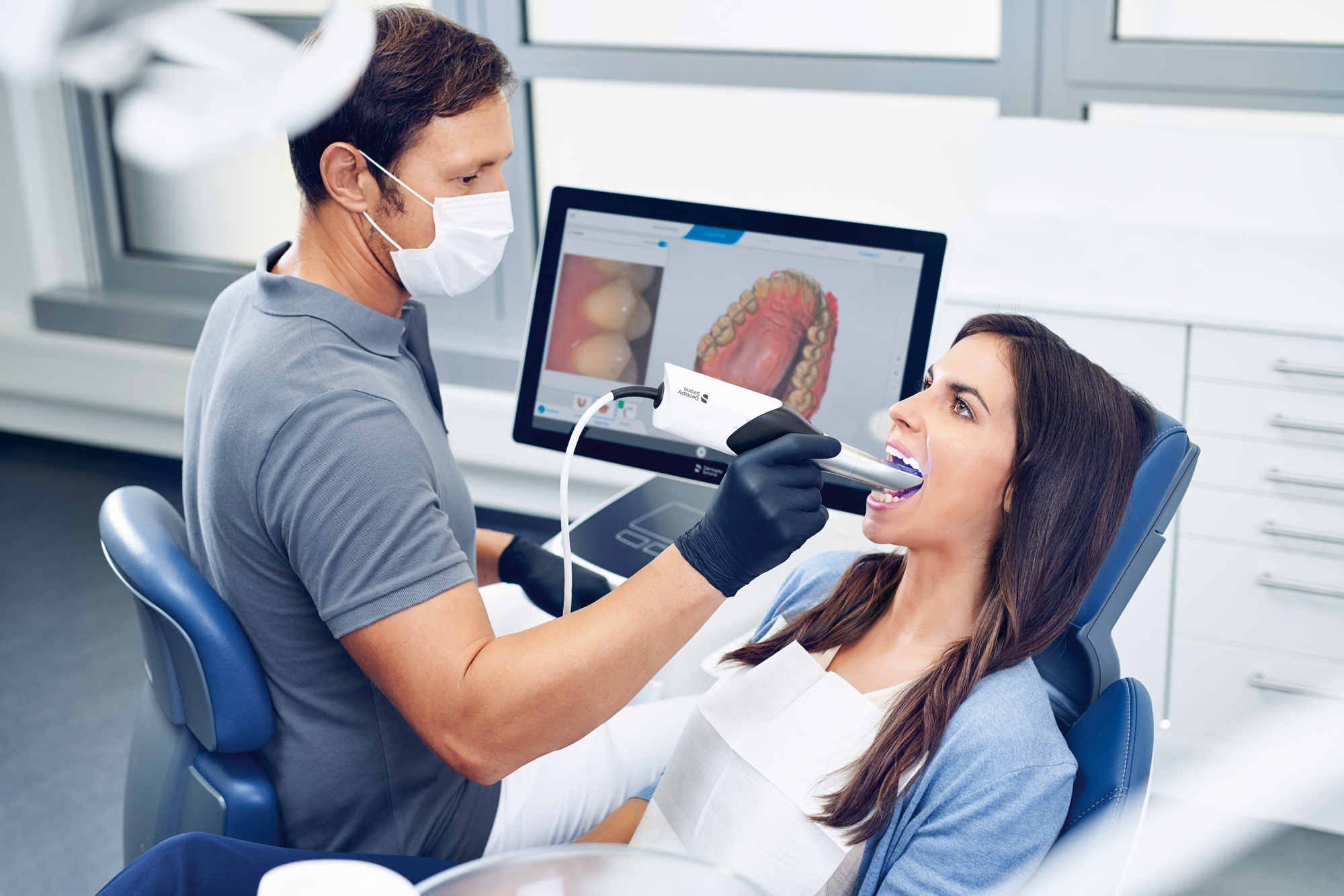 Direct scanning of teeth and gums with a Dentsply Sirona intraoral scanner